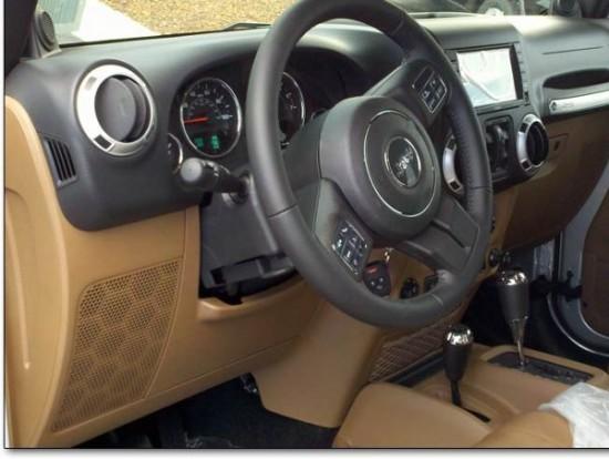 Шпионские фото интерьера нового Jeep Wrangler D0b4d0b6d0b8d0bf1-550x414